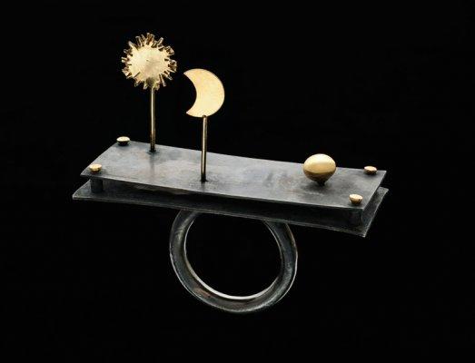 http://www.gigimariani.it/wp-content/gallery/teatrini/sole-luna-anello-argento-925-brunito-con-elementi-oro-giallo-750-mobili.jpg